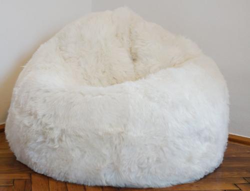 Kuscheliger Sitzsack aus Fell
